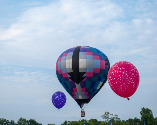 Hot air balloons and helium balloons
